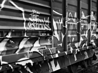graffiti-on-the-train-600x375